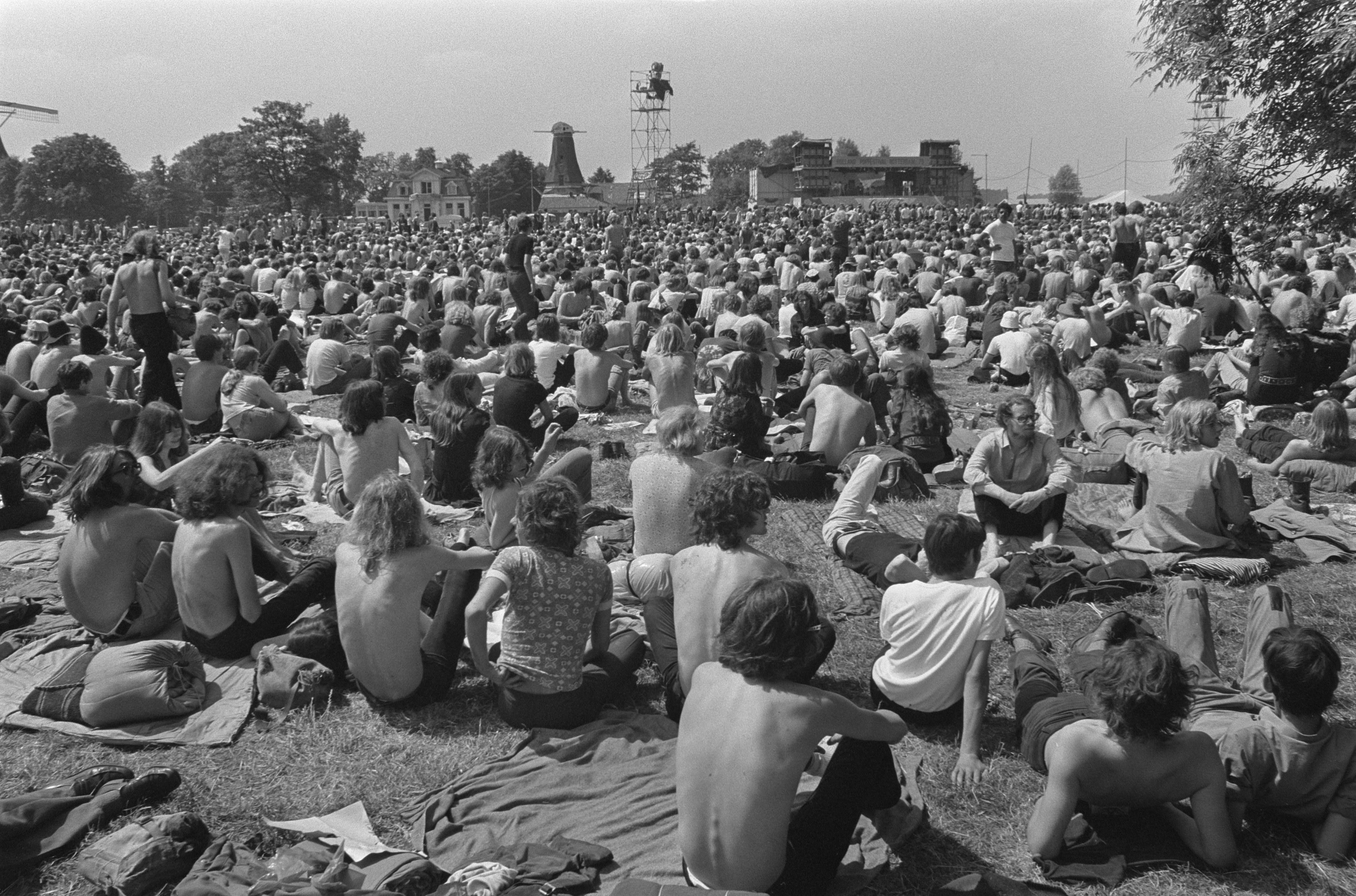 Honderdduizend mensen bezochten het Holland Pop Festival in het Kralingse Bos