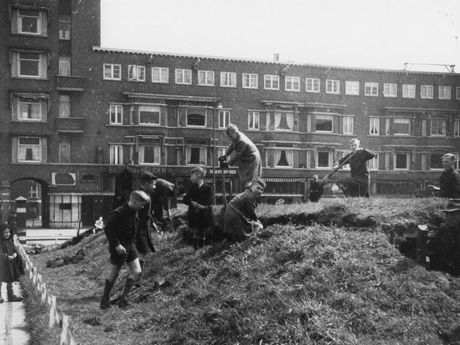 1944 45 sloop hout v Rhijn NL Rt SA 4140 1977 3633 01