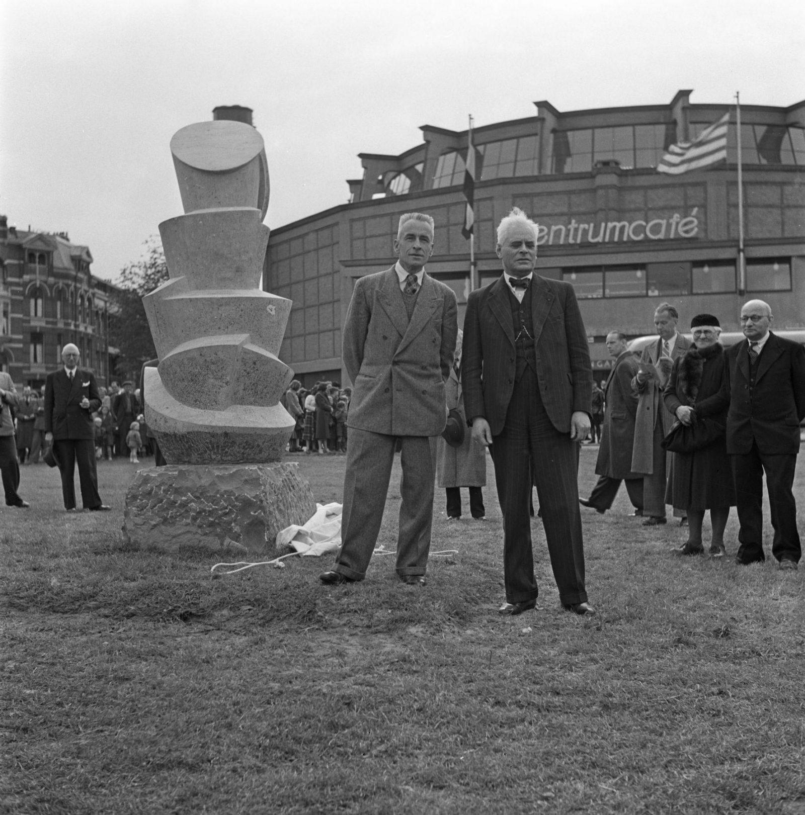 1950 0519 Bouwcentrum sculptuur Stuivenberg TD NL Rt SA 4204 3552