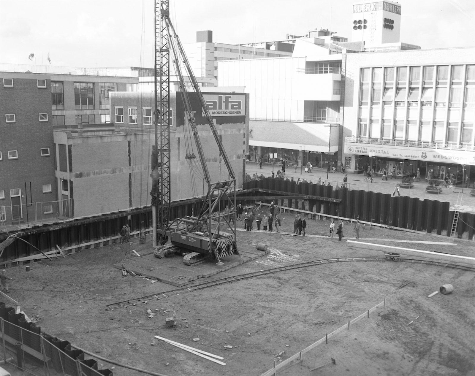 1975 bouwplaats Cools Poort Keerweer AG NL Rt SA 4121 13584 01