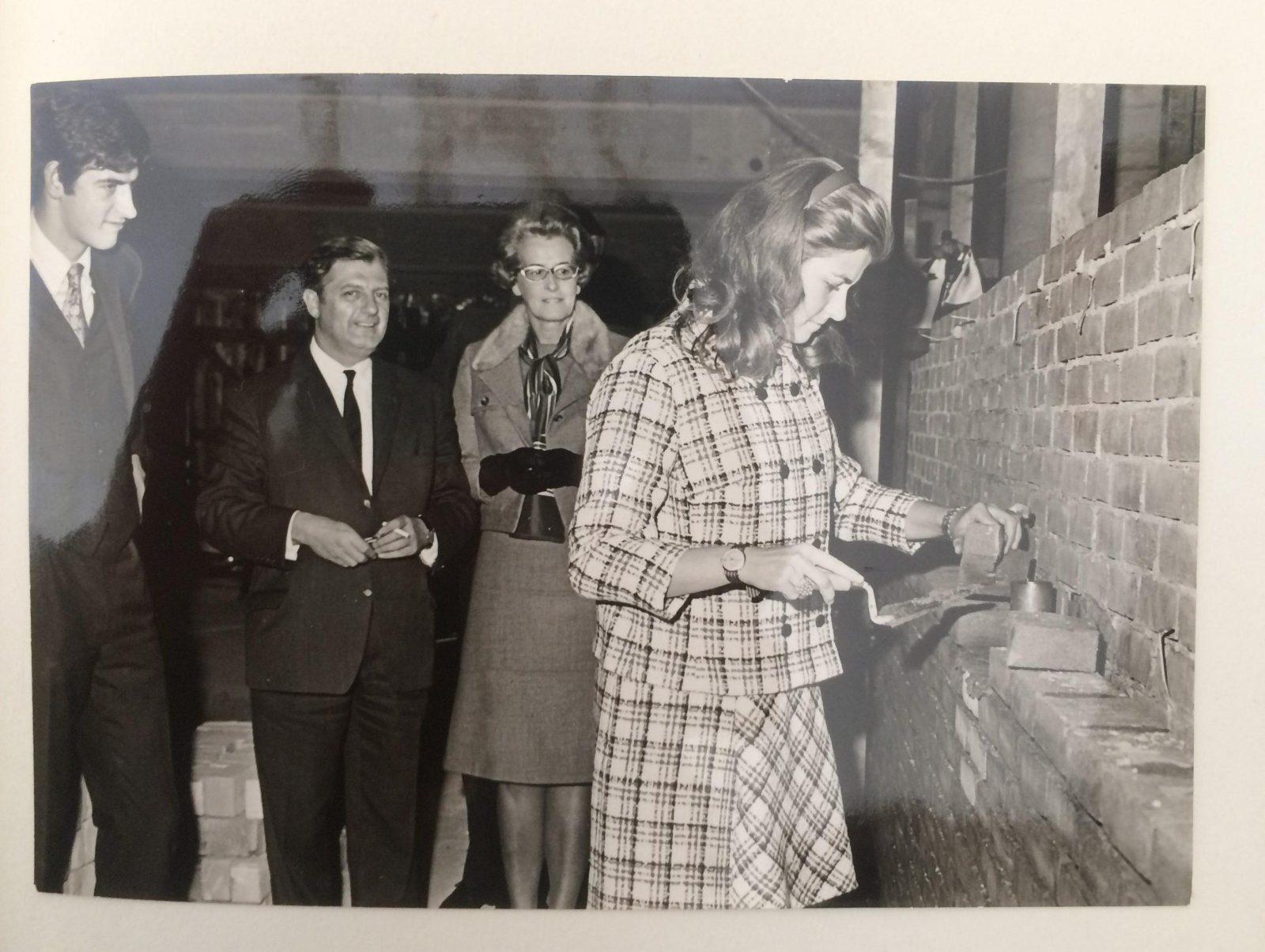 Eerste steen Noordsingel Hilda Bakker