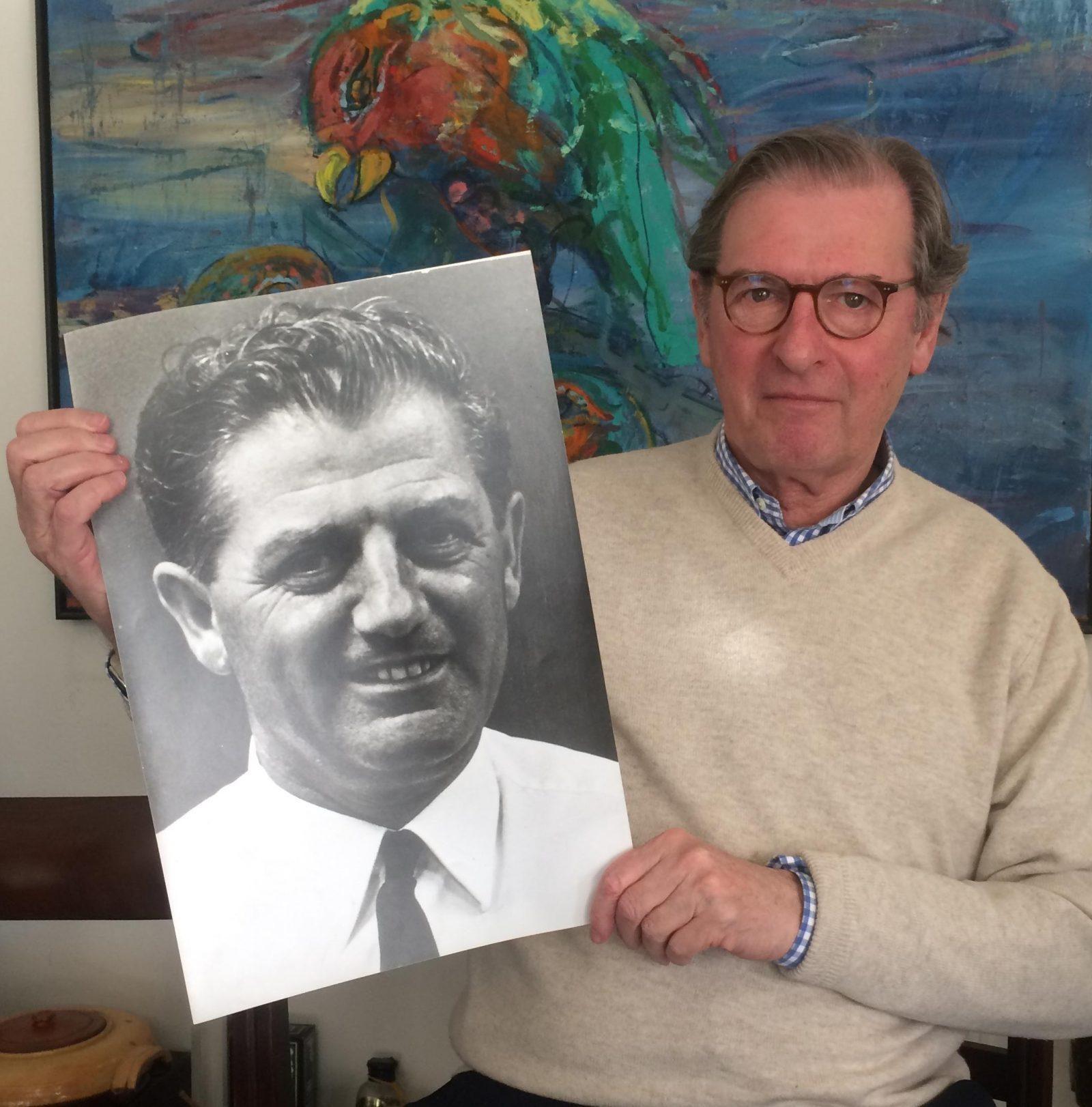 Emile Bakker met portret Herman