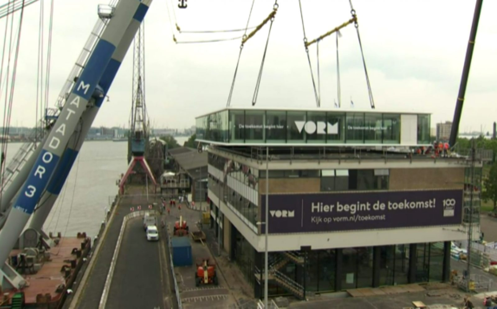 20200616 Plaatsing etage op Poortgebouw Vorm