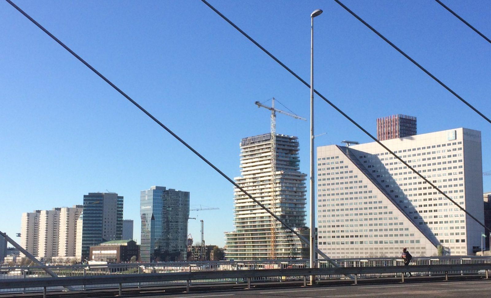 Uitzicht op Waterstad vanaf de Willemsbrug