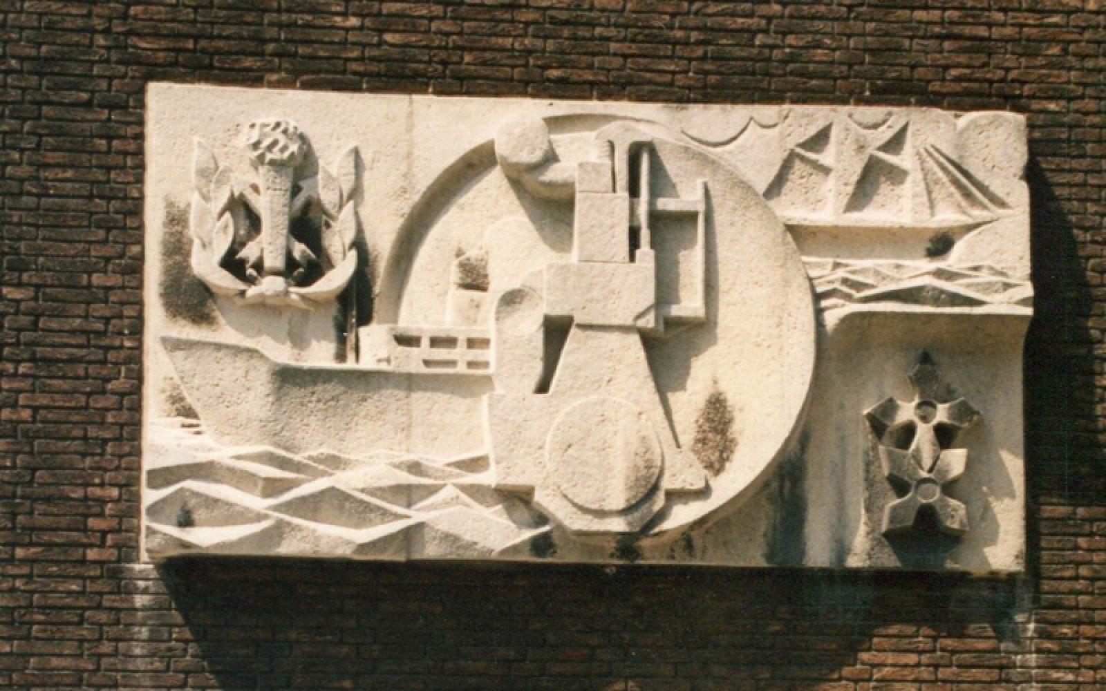 Adri Blok Gevelsteen De Machinist foto BKOR archief 3 800x500