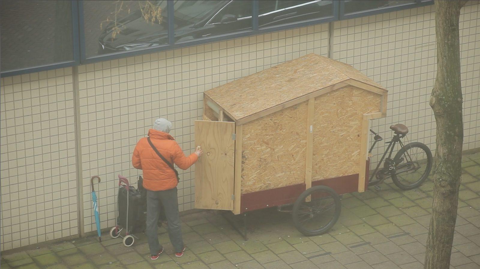 Bewoner fietshuisje Maurik Stomps