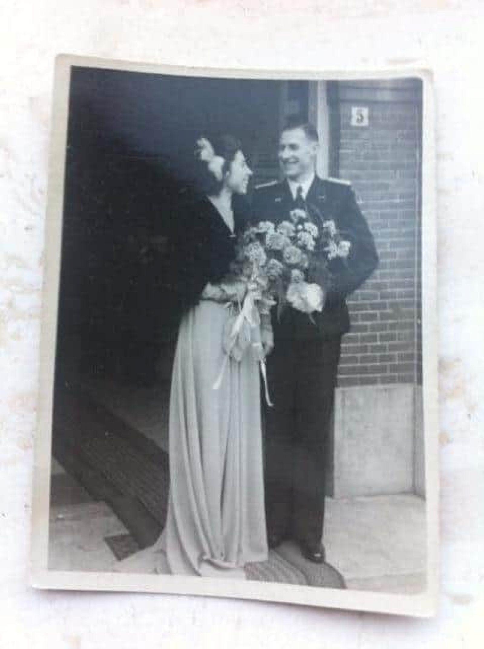 Gert-Jan trouwt in uniform (1949)