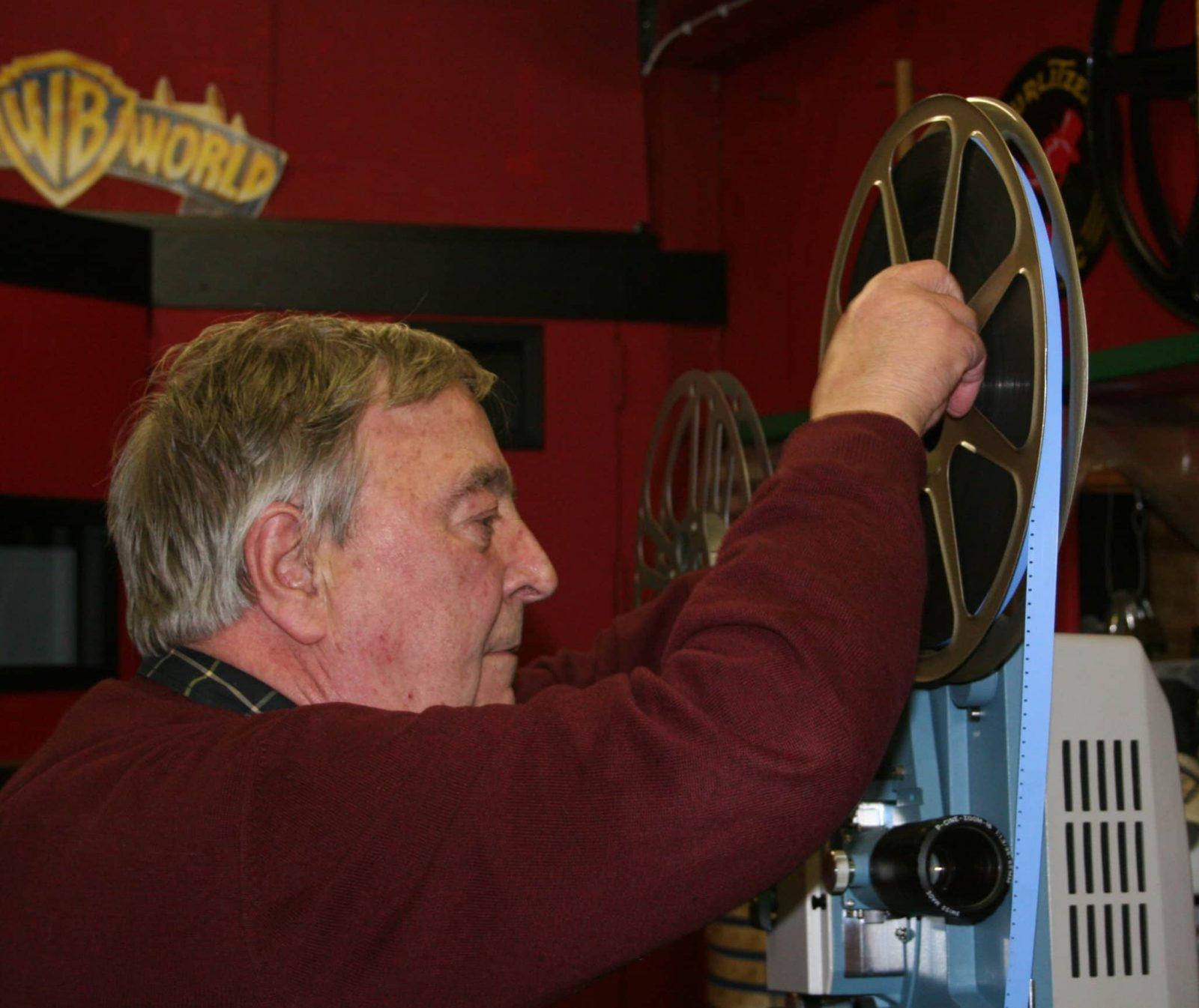 Hans Bij Zijn 16Mm Projector