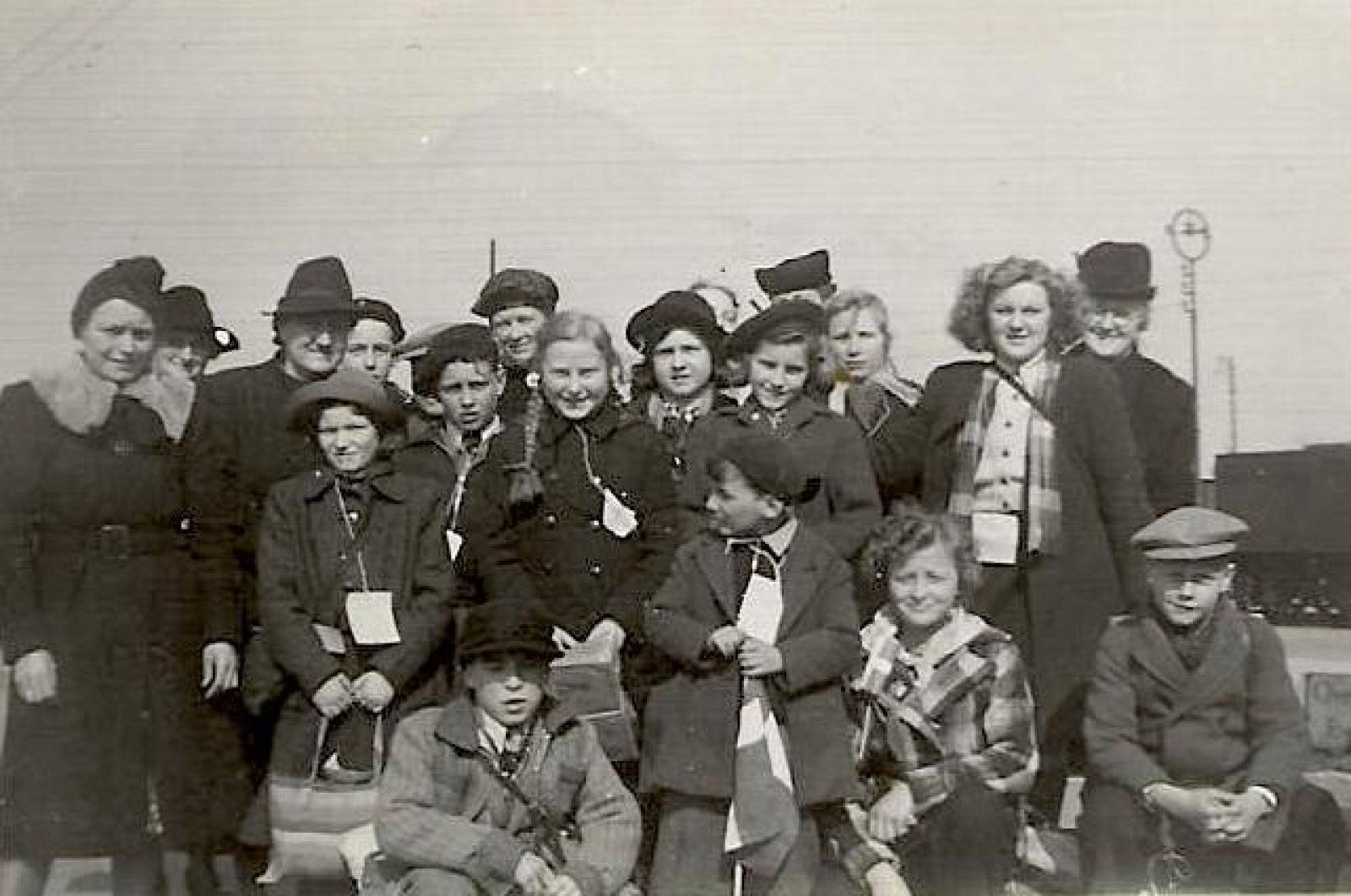 Helga Andersen aankomst kinderen bij station Horsens bew