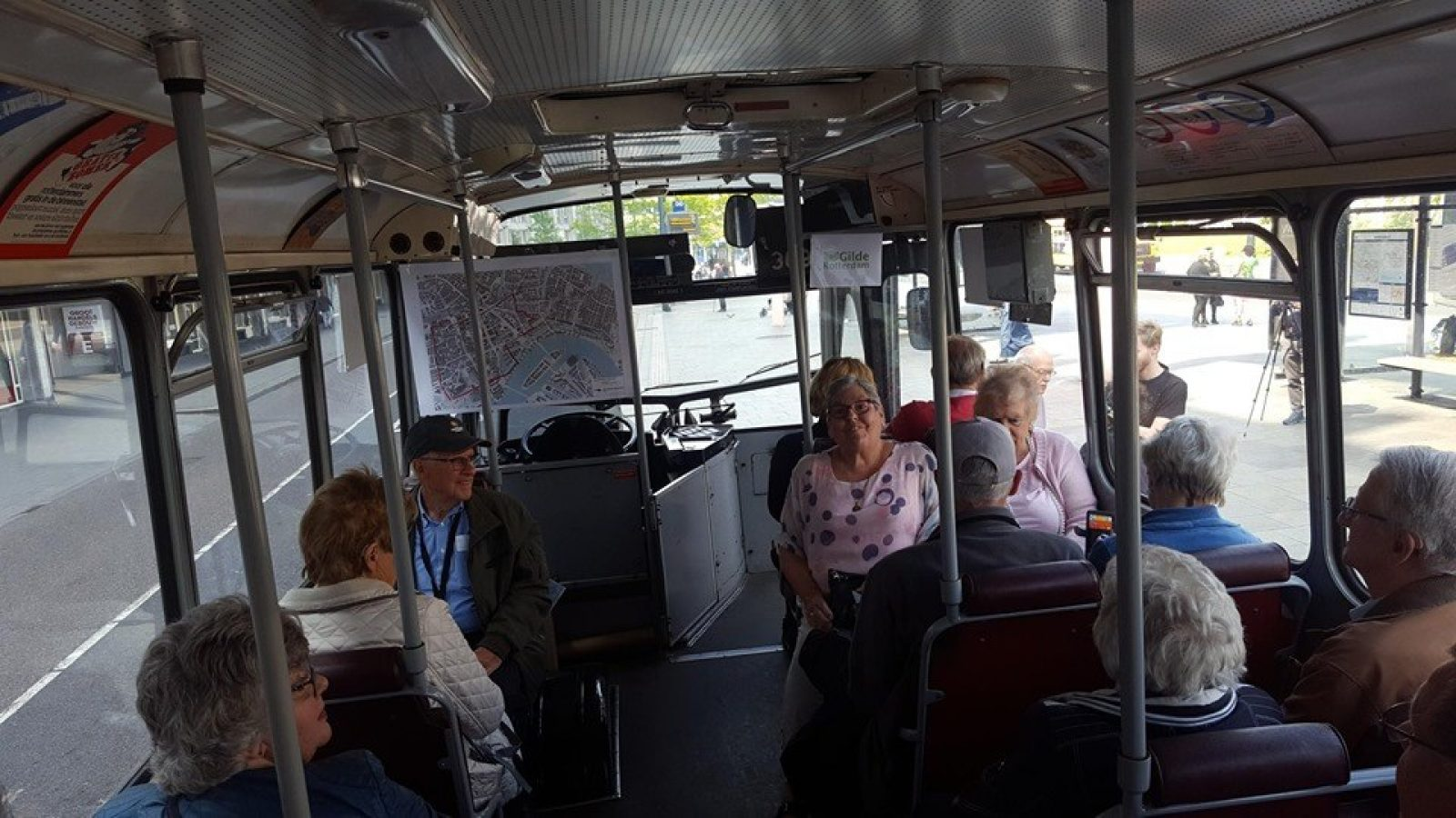 Busrit met poster route