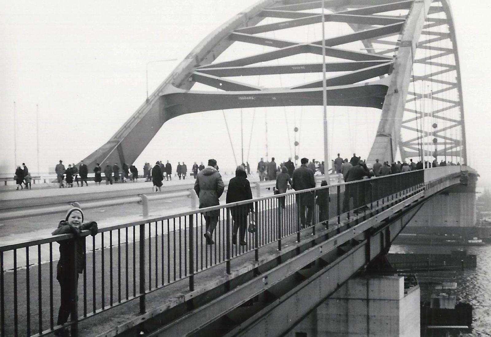 Van Brienenoordbrug 30 januari 1965