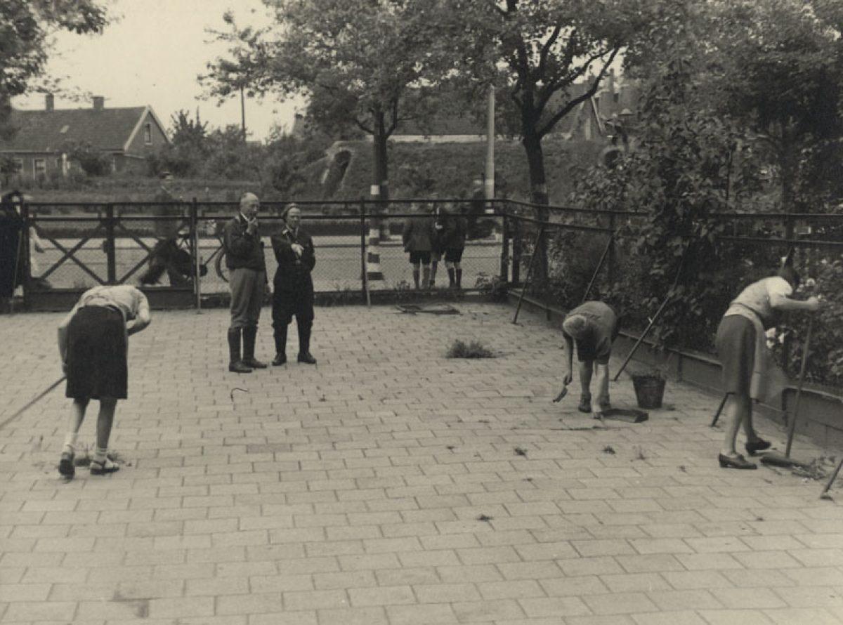 1945 kaalgeknipte meisjes HG NL Rt SA 4156 XXXIII 647 11 01 01