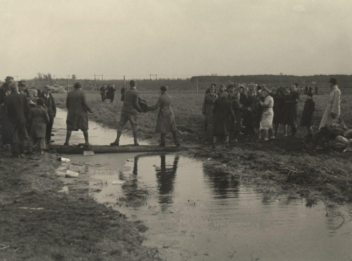 1945 voedseldropping HG NL Rt SA 4156 XXXIII 646 02 01 3 01