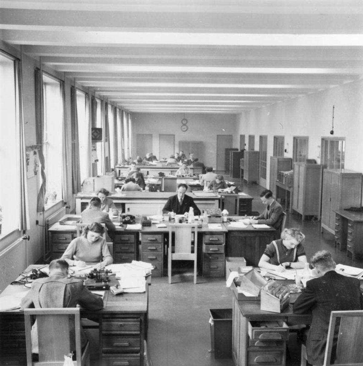 1951 PT Tkantoor TD NL Rt SA 4204 6036 01
