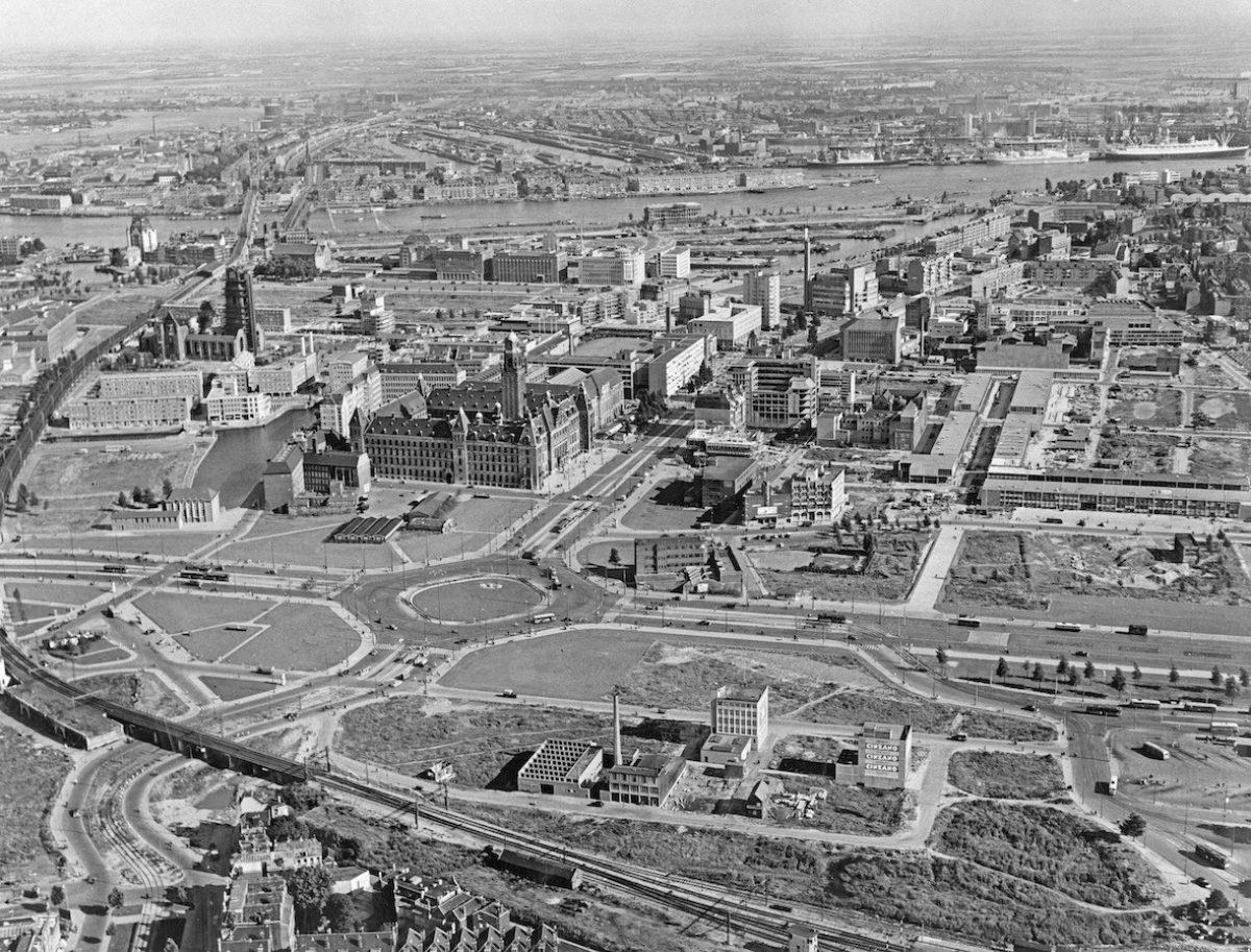 1953 de binnenstad vanuit een helicopter foto gemeentewerken rotterdam collectie gemeentearchief rotterdam Collectie Gemeentearchief Rotterdam