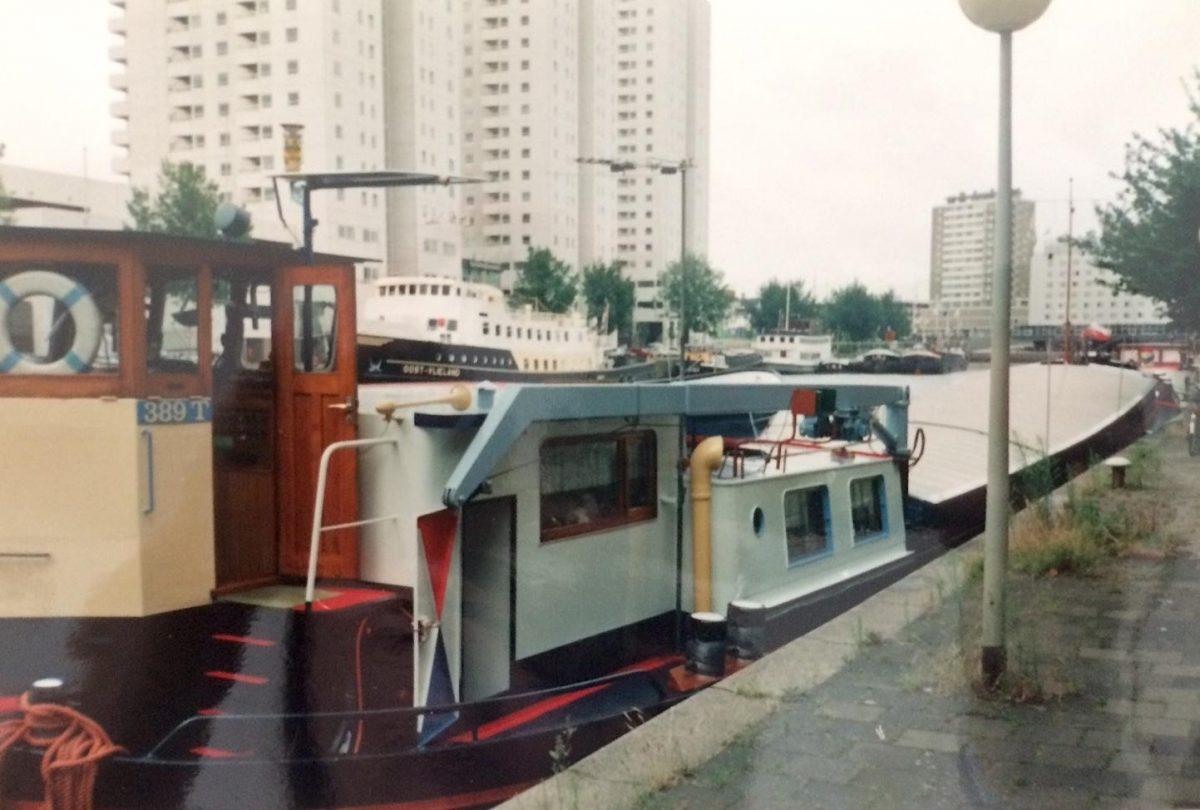 De Groot schip met stuurhut en deel huis